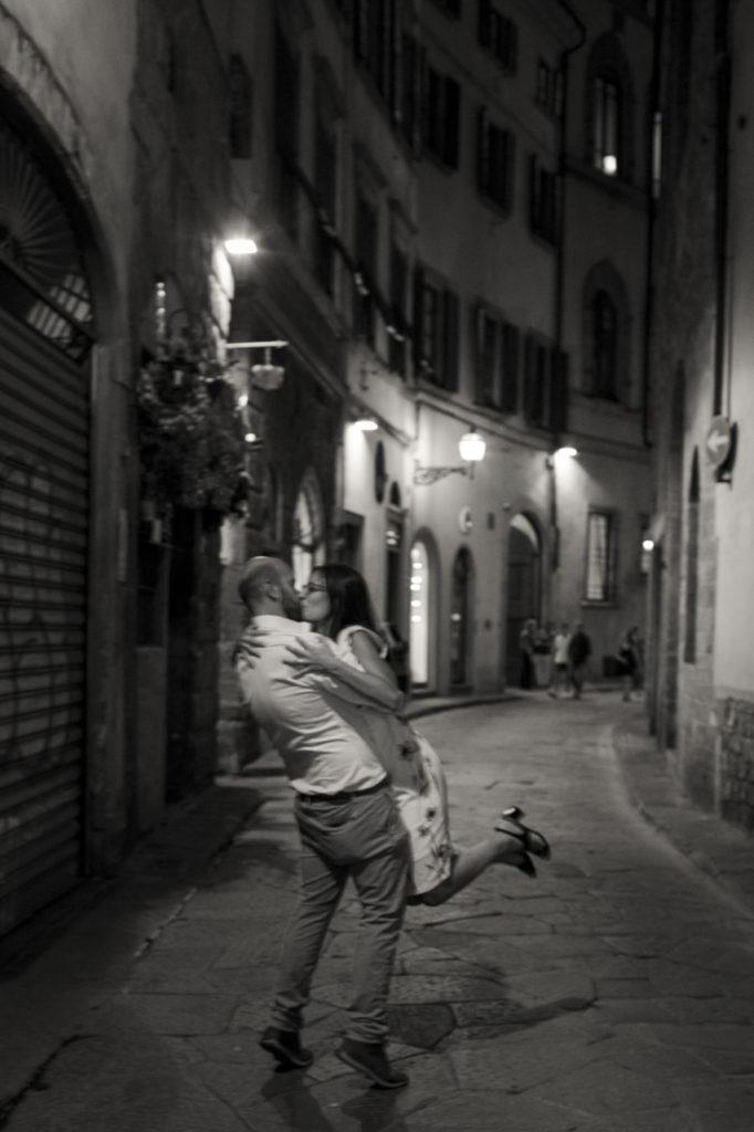un bacio, la notte, Firenze